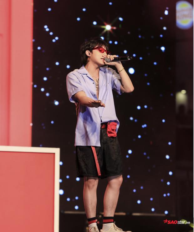 """Khán giả đã có những phút tuyệt vời được """"quẩy hết mình"""" cùng Sơn Tùng trên sân khấu."""