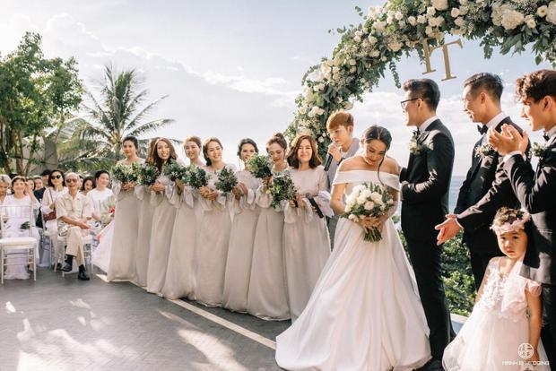 Nhà văn Gào chia sẻ nhiều thông tin thú vị về đám cưới như mơ ngay sau tiệc cưới hoành tráng trên bờ biển