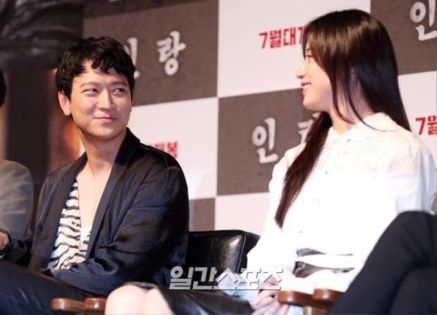 """Han Hyo Joo và Kang Dong Won tại buổi họp báo phim """"Inrang""""."""