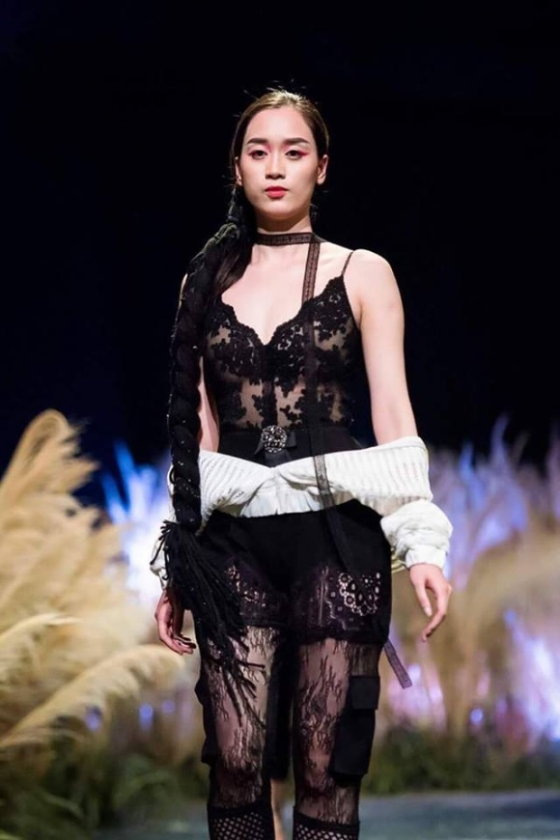 Một show thời trang Hồng Nhung tham dự.