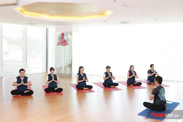 Luyện tập yoga như trong tập 6 Manbirth giúp các bà bầu giảm căng thẳng, áp lực.