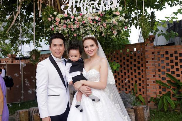 Khi những cô ấm cậu chiêu nhà sao Việt lại là khách VIP tại đám cưới của bố mẹ mình