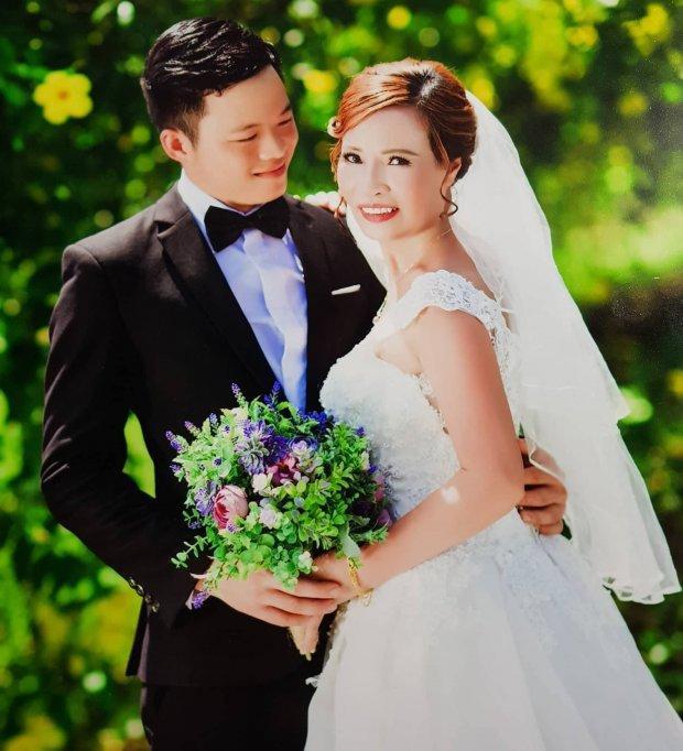 Chị Sao chụp ảnh cưới cùng chồng kém 35 tuổi.