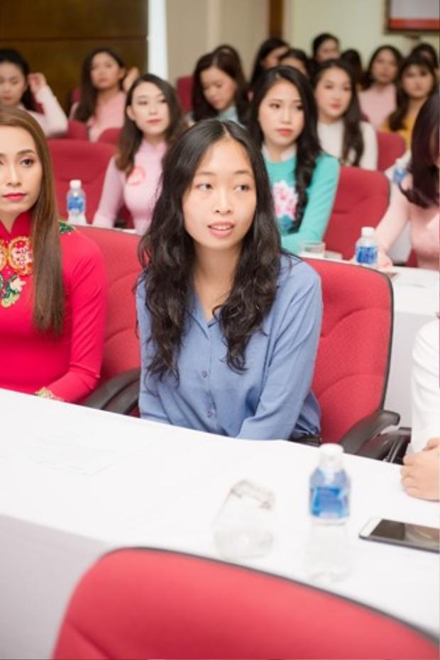 Đỗ Hoàng Vân từng có 3 năm theo học cử nhân và thạc sĩ ngành Vật lý lượng tử tại trường chuyên sư phạm Paris, Pháp và đã theo làm Tiến sĩ vật lý tại ý được 2 năm.