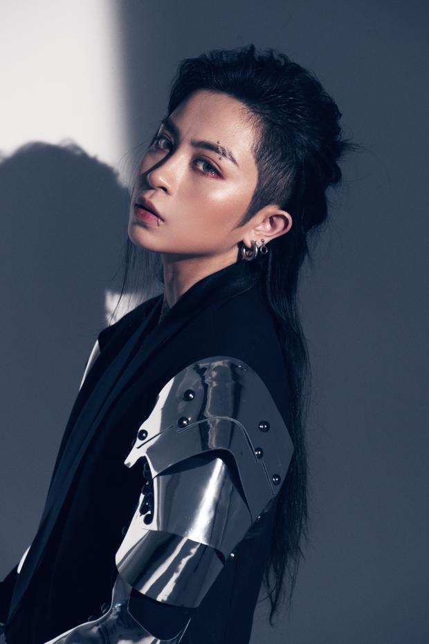 Thông qua bộ ảnh, nữ ca sĩ cũng tiết lộ kế hoạch diễn ra buổi gặp gỡ fan của cô vào lúc 17g30 ngày 13/7 sắp tới.