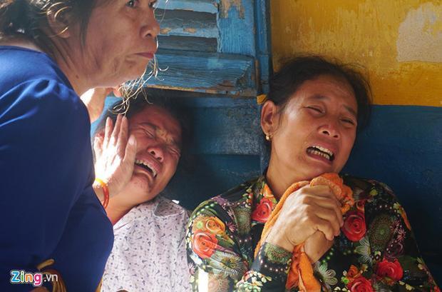 Người nhà nạn nhân đau đớn gào khóc tại phiên tòa.