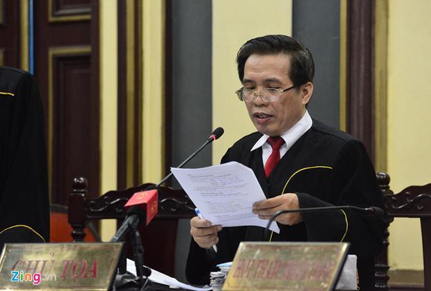Chủ tọa thay mặt hội đồng xét xử tuyên án bị cáo Tình.