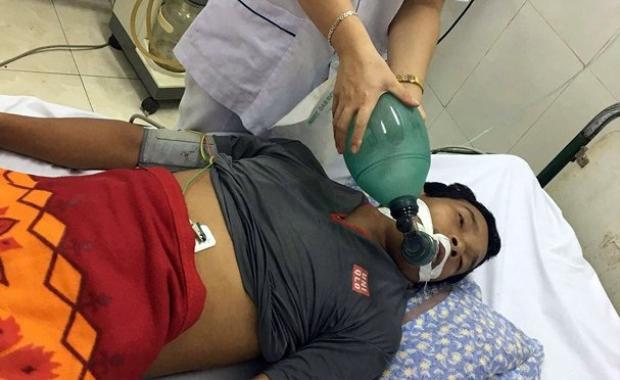 Anh Sơn được cấp cứu tại bệnh viện.
