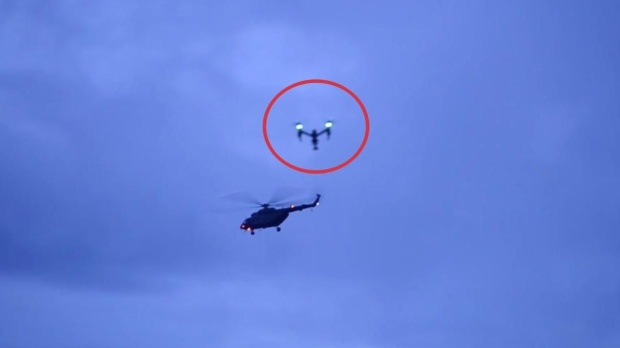 Thiết bị ghi hình không người lái được điều khiển bay trên trời đúng lúc chiếc trực thăng giải cứu đội bóng cất cánh đưa những thành viên được cứu đến bệnh viện. Điều này vô cùng nguy hiểm vì có thể dẫn tới sự cố đáng tiếc.