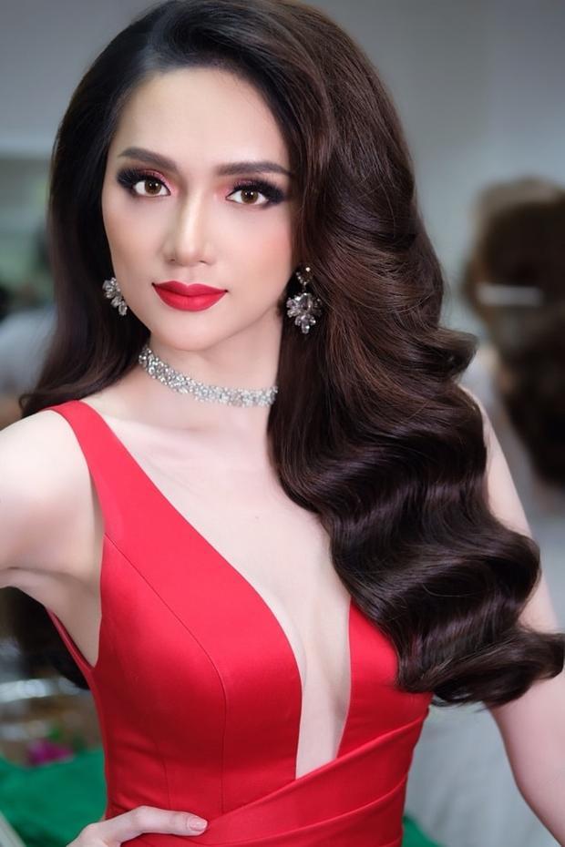 Hoa hậu Chuyển giới Quốc tế sở hữu nhan sắc lộng lẫy, dễ dàng khiến người đối diện phải xiêu lòng.