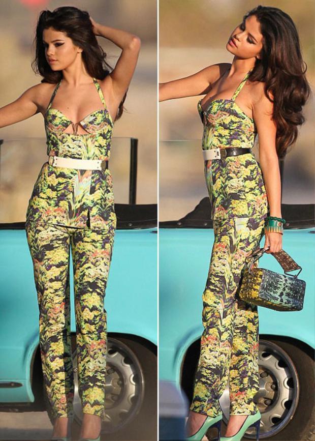 Đọ vẻ nóng bỏng khó cưỡng của hôn thê Justin Bieber với tình cũ Selena Gomez