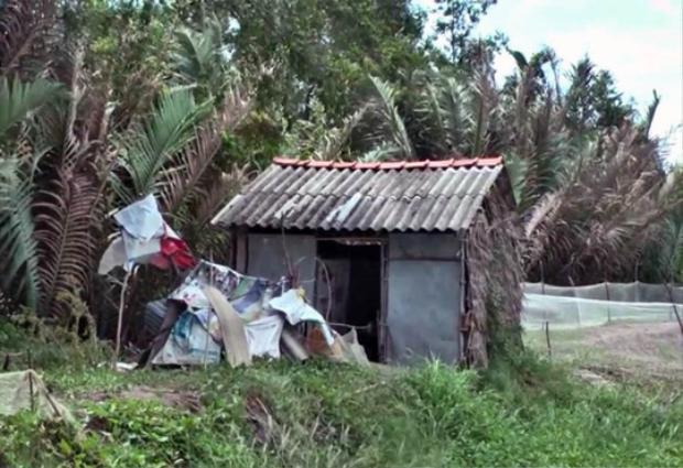Căn chòi của Đặng Văn Trường, nơi phát hiện thi thể nạn nhân. Ảnh: Người Lao Động.