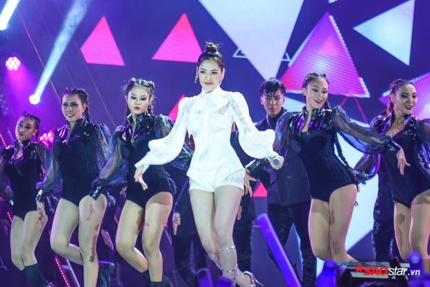 Tin được không: Báo Hàn Quốc lại hào phóng gọi Chi Pu là Kim Tae Hee thế này?
