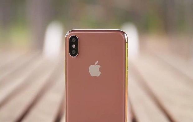 Còn nhớ năm ngoái khi iPhone X ra mắt, nhiều ta đã kì vọng chiếc điện thoại này có một phiên bản màu vàng. Dù vậy, những khó khăn về mặt kĩ thuật đã khiến Apple lỗi hẹn với người dùng. Thế nhưng, tất cả sẽ được đền bù trong năm 2018.