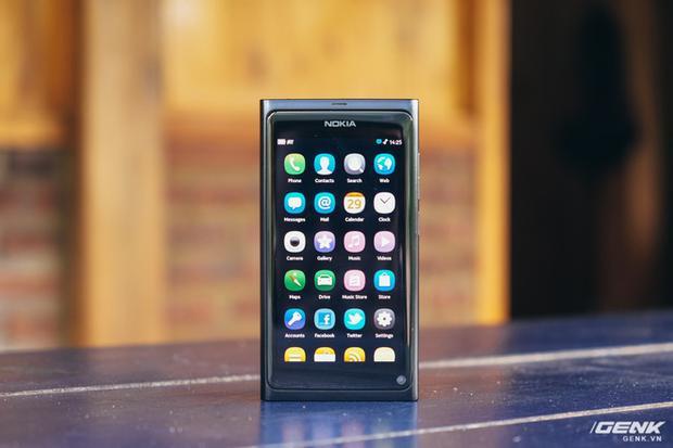 Nokia N9 là một trong những smartphone hiếm hoi thời đó sử dụng màn hình OLED