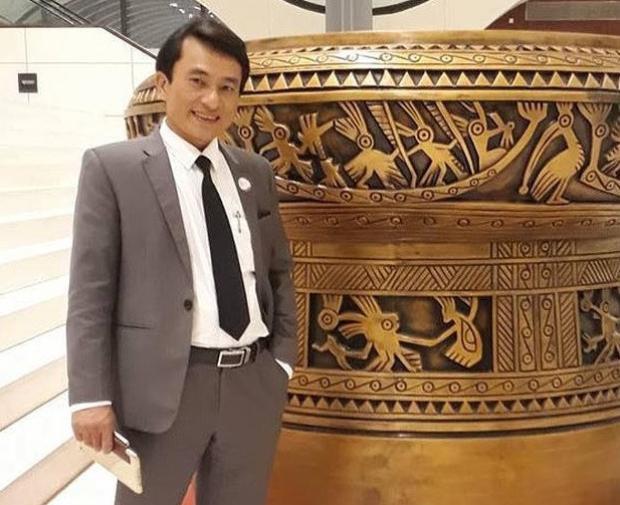 Thầy Trần Trung Hiếu - giáo viên THPT chuyên Phan Bội Châu, Nghệ An. Ảnh: NVCC.