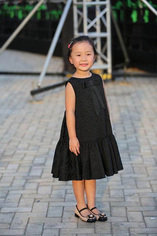Những nhóc tì nhà sao Việt được bố mẹ đầu tư hàng hiệu ngay từ bé