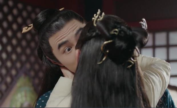 Dám cưỡng hôn Thái tử