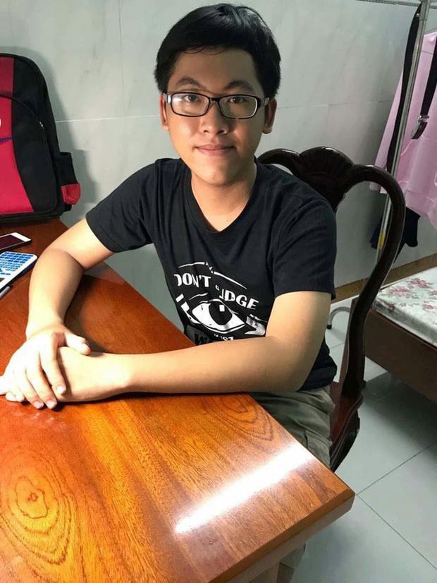Nguyễn Trần Công Đạt là thí sinh duy nhất đạt điểm 10 môn Toán ở TPHCM trong kỳ thi THPT quốc gia 2018.