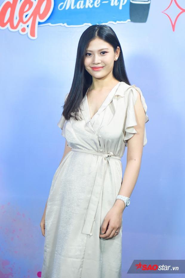 """""""Mẹ bỉm sữa"""" Chúng Huyền Thanh xinh đẹp rạng rỡ trong buổi livestream của Đẹp 360."""