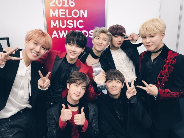 BTS trong hậu trường Melon Music Awards 2016.