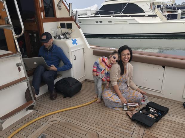Sang Mỹ hơn một tháng nhưng Phương Vy vẫn không quên người hâm mộ tại quê nhà. Cô đã cùng ông xã chuẩn bị nhiều clip nhạc như một món quà để dành tặng cho khán giả Việt.