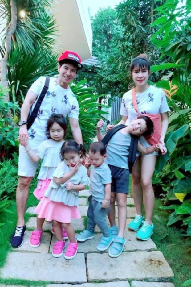 Những gia đình đông đúc con cái được ngưỡng mộ của làng giải trí Việt