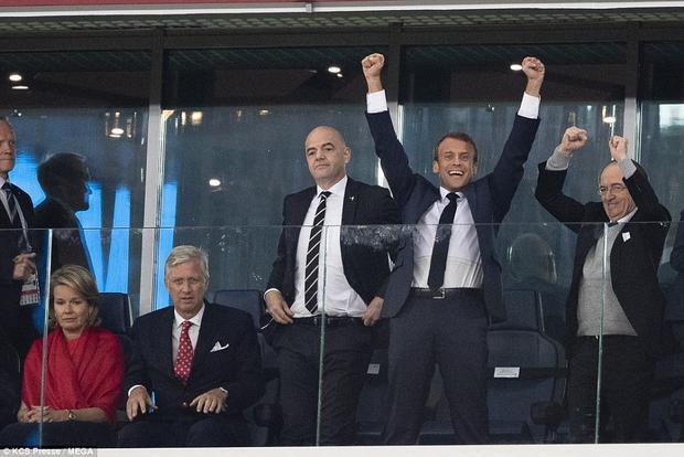 """Trong khi Tổng thống Pháp hân hoan và không ngừng cười trước chiến thắng của các """"chú gà trống Gô-loa"""", Vua và Hoàng hậu Bỉ tỏ rõ sự thất vọng. Ảnh: MEGA"""