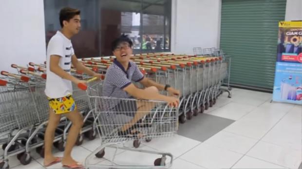 Chiếc quần theo anh chàng trên mọi mặt trận, từ đi siêu thị…