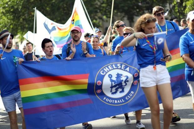 Câu chuyện hy hữu: Người đồng tính biểu tình chống người chuyển giới