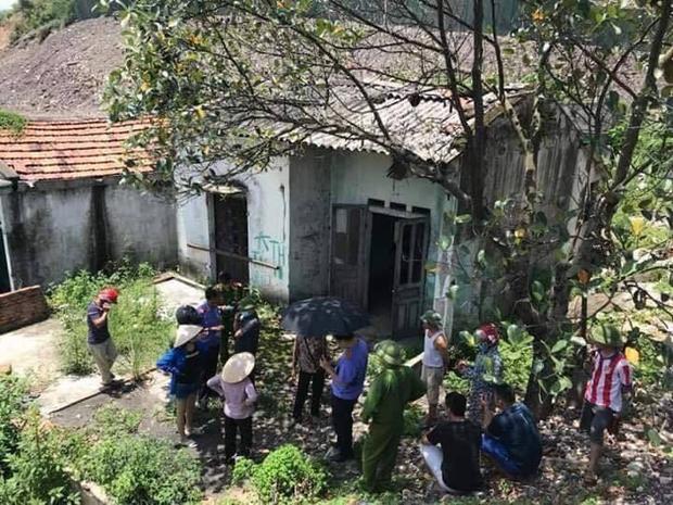 Ngôi nhà hoang nơi phát hiện thi thể nạn nhân.
