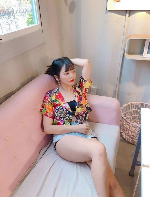 """Trước đây, Rudya Yoo có lối ăn mặc khá đơn giản, xuề xòa, và không chú tâm lắm đến việc """"chưng diện"""". Ngoại hình của cô nàng cũng trông khá mũm mĩm nữa."""