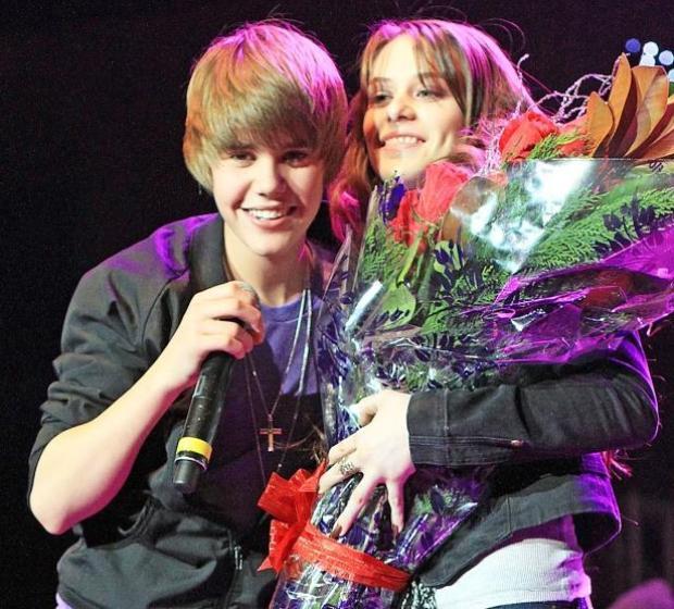 Mối tình đầu của Justin chính là cô nàng Caitlin Beadles.