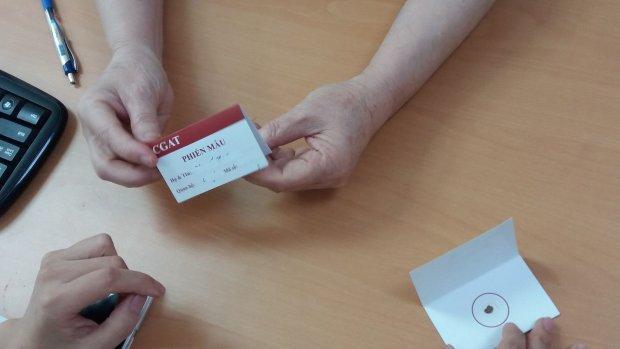 Phiến máu để lấy mẫu làm xét nghiệm phân tích ADN.