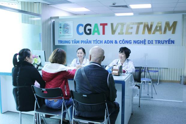 Hàng ngày, trung tâm cô Nga tiếp rất nhiều khách đến làm xét nghiệm.