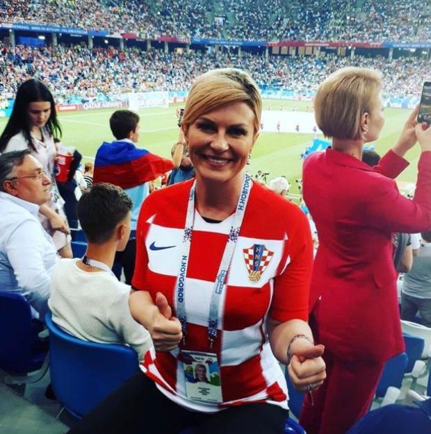 Bà Kolinda có mặt tại sân vận động Nga để cổ vũ đội nhà thi đấu