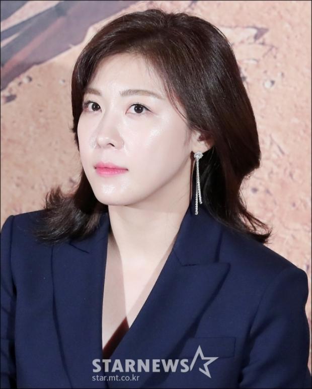 Trẻ đẹp ở tuổi 40 Ha Ji Won bỏ xa Se Jeong, toả sáng bên Nickhun (2PM)