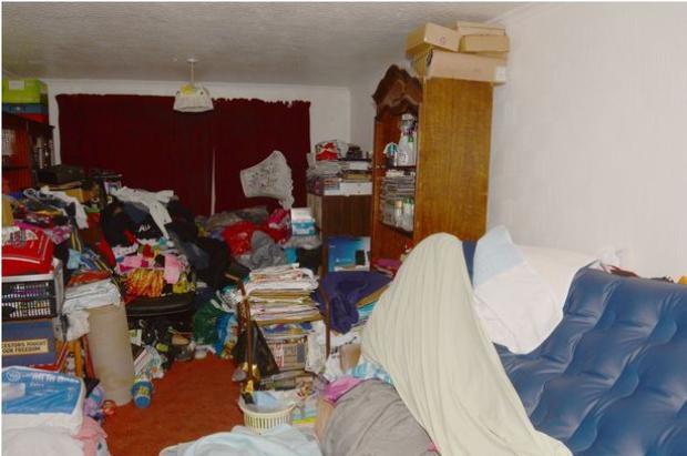 Jordan được tìm thấy trong một căn phòng chật hẹp, bẩn thỉu.