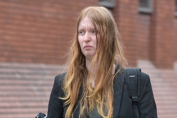 Cô chị gái Denise Cranston lĩnh án tù 18 tháng.