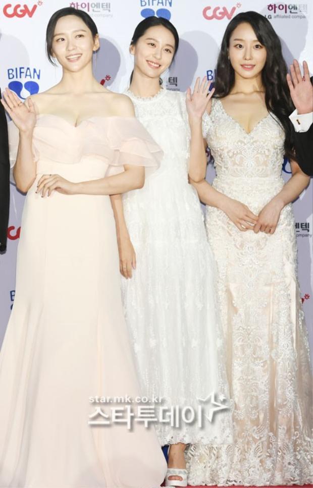 Thảm đỏ LHP Bucheon: Đọ sắc cùng loạt mỹ nhân vô danh khoe ngực, Goo Hye Sun  Lim Ji Yeon vẫn tỏa sáng