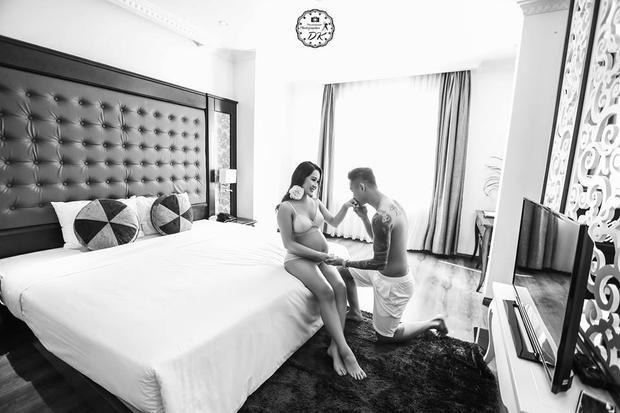 Bộ ảnh bầu lãng mạn gây bão của hot girl và thủ môn Việt Nam