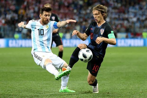 Modric từng khiến Messi cúi đầu. Ảnh: FIFA