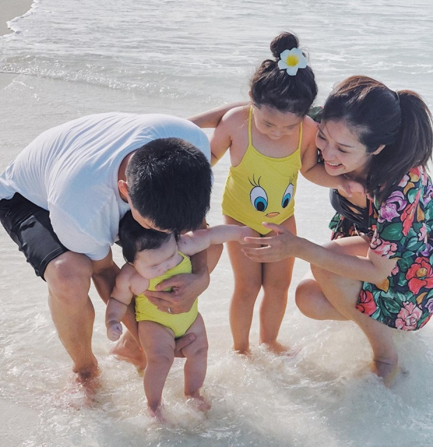 Trần Thụy Hạ Vy hạnh phúc bên chồng và hai con trong chuyến du lịch Maldives mới đây