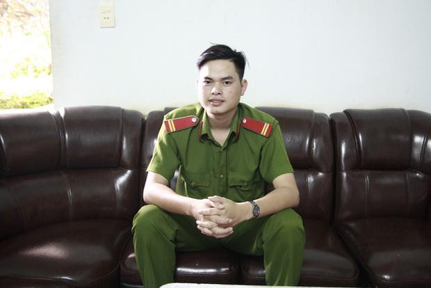 Trung sĩ Lê Văn Mông vinh dự đạt điểm 10 môn Lịch sử