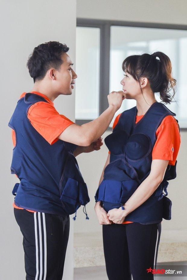 Chất chơi như Hari Won, dùng kéo cắt lông mi để cắt tóc