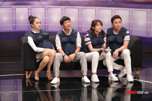 Không chỉ nổi bật, tạo sự chú ý giữa 3 đội chơi, cách diện áo cặp còn đem lại tinh thần đoàn kết, gần gũi cho Trấn Thành-Hari Won.