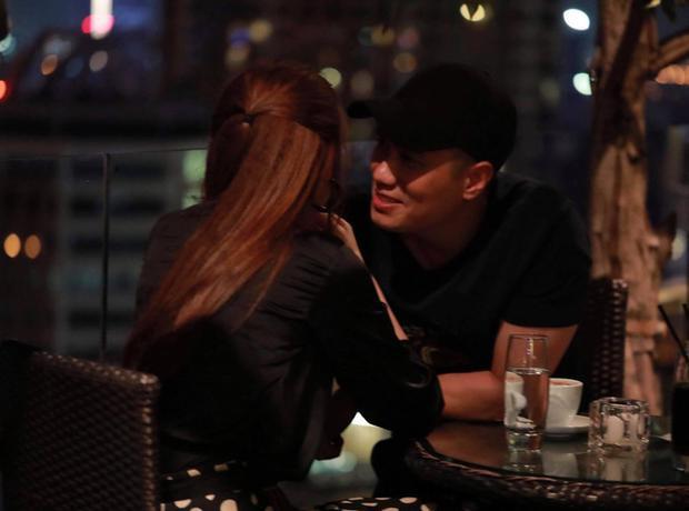 Bức ảnh Quế Vân chia sẻ trên trang cá nhân làm nối tiếp những nghi ngờ về mối quan hệ của cả hai.