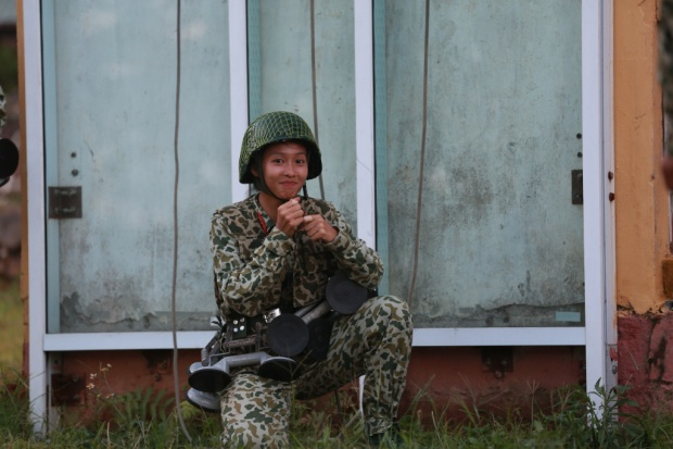 Khả Ngân  Lựa chọn mạo hiểm nhưng hợp lý của Hậu duệ mặt trời phiên bản Việt Nam