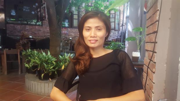 Chị Vũ Thị Hương mệt mỏi sau khi phát hiện sự cố trao nhầm con.