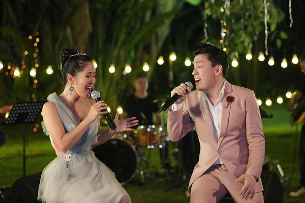 """""""Chị Bống Hồng Nhung"""" hy vọng sau lần song ca này, cả hai sẽ tìm được ca khúc mới ưng ý để một lần nữa cùng nhau gửi đến người yêu nhạc nhiều điều thú vị hơn."""